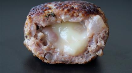 lamb patties stuffed with mozarella