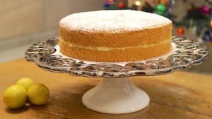Airy Sponge Cake With Lemon Curd