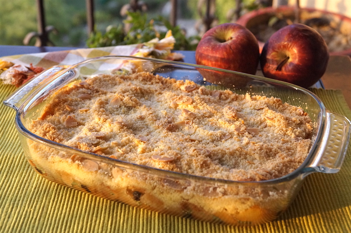 apple crumble with pears and blackcurrants