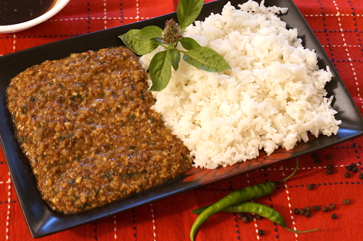 lamb mince with basil chillies and oyster sauce